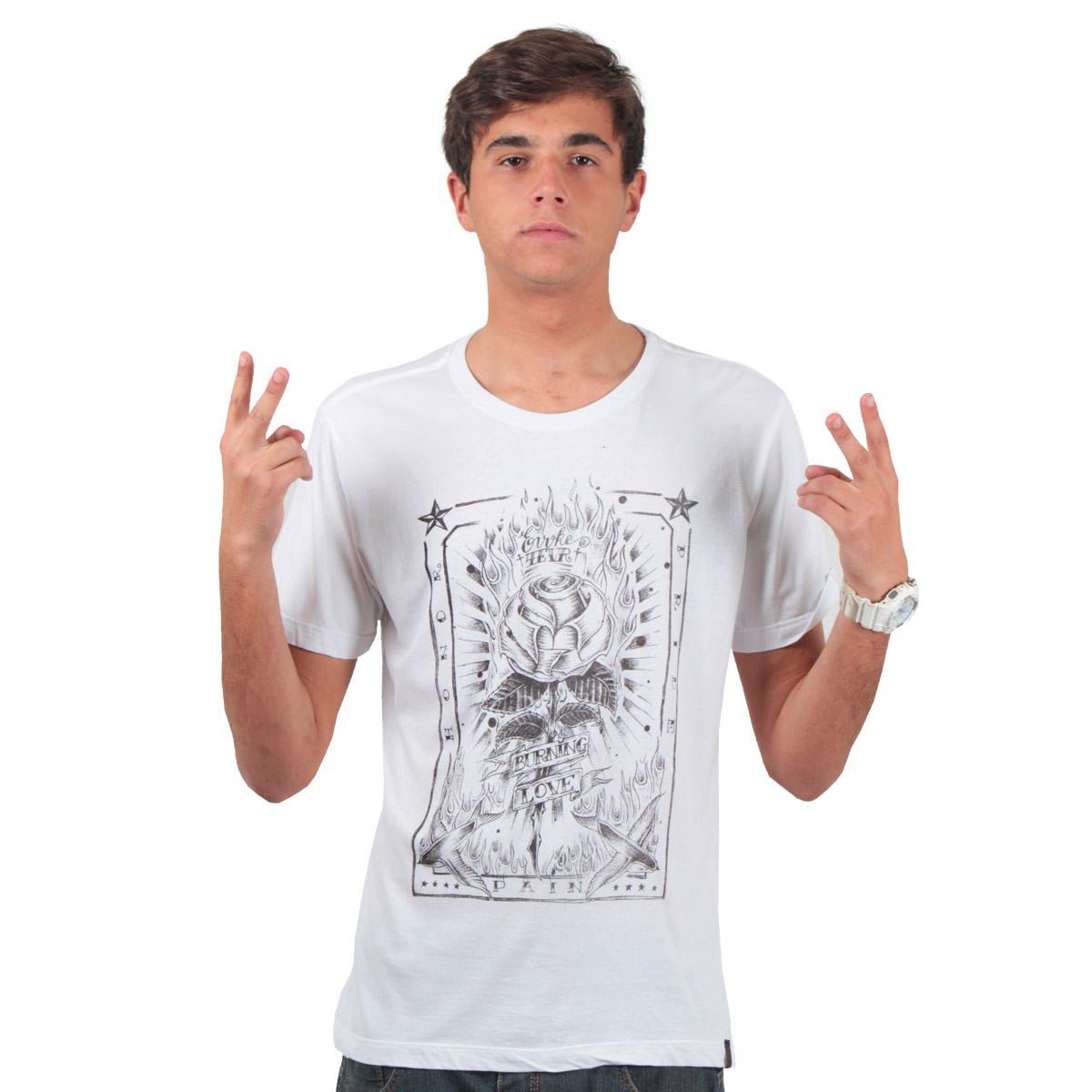 Camiseta Evoke Burning Love Branco  Camiseta Evoke Burning Love Branco 35b9aca8ef